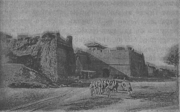 Древнія стѣны, съ башнями и воротами, укрепленнаго китайскаго города.