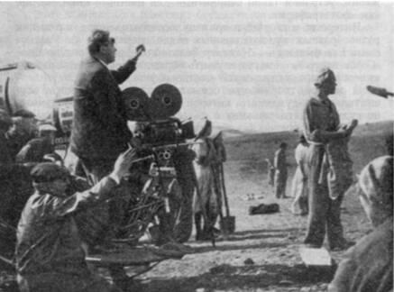 Оператор С. Урусевский на съемках фильма «Первый эшелон»